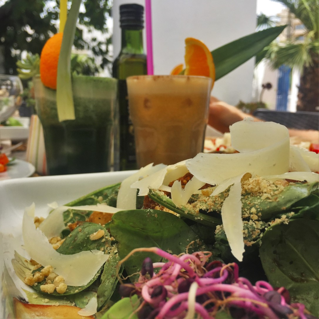 Salad & smoothies - photography of Pack Your Bag